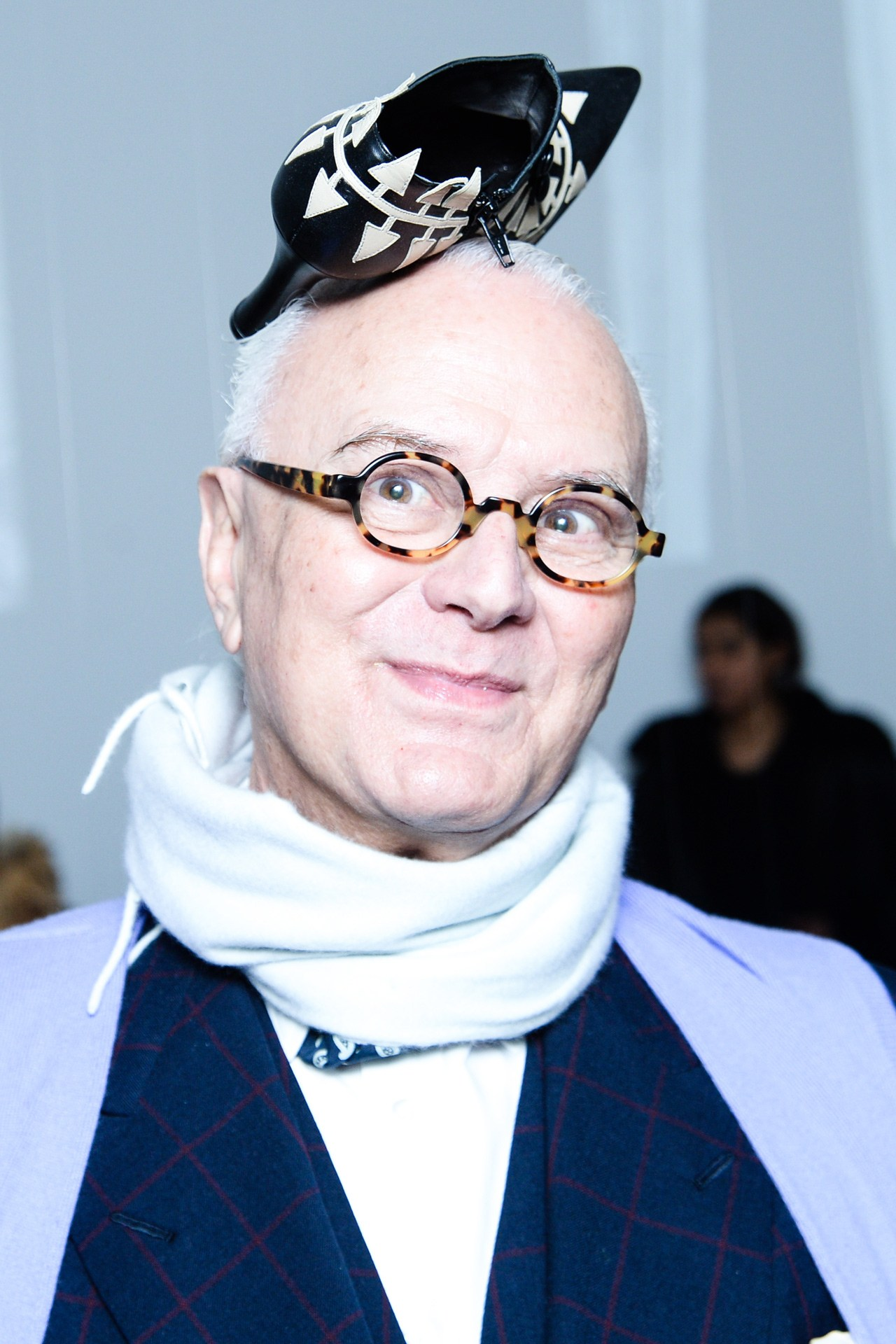 The artsy world of manolo blahnik the pretty shoes for Shoe designer manolo blahnik